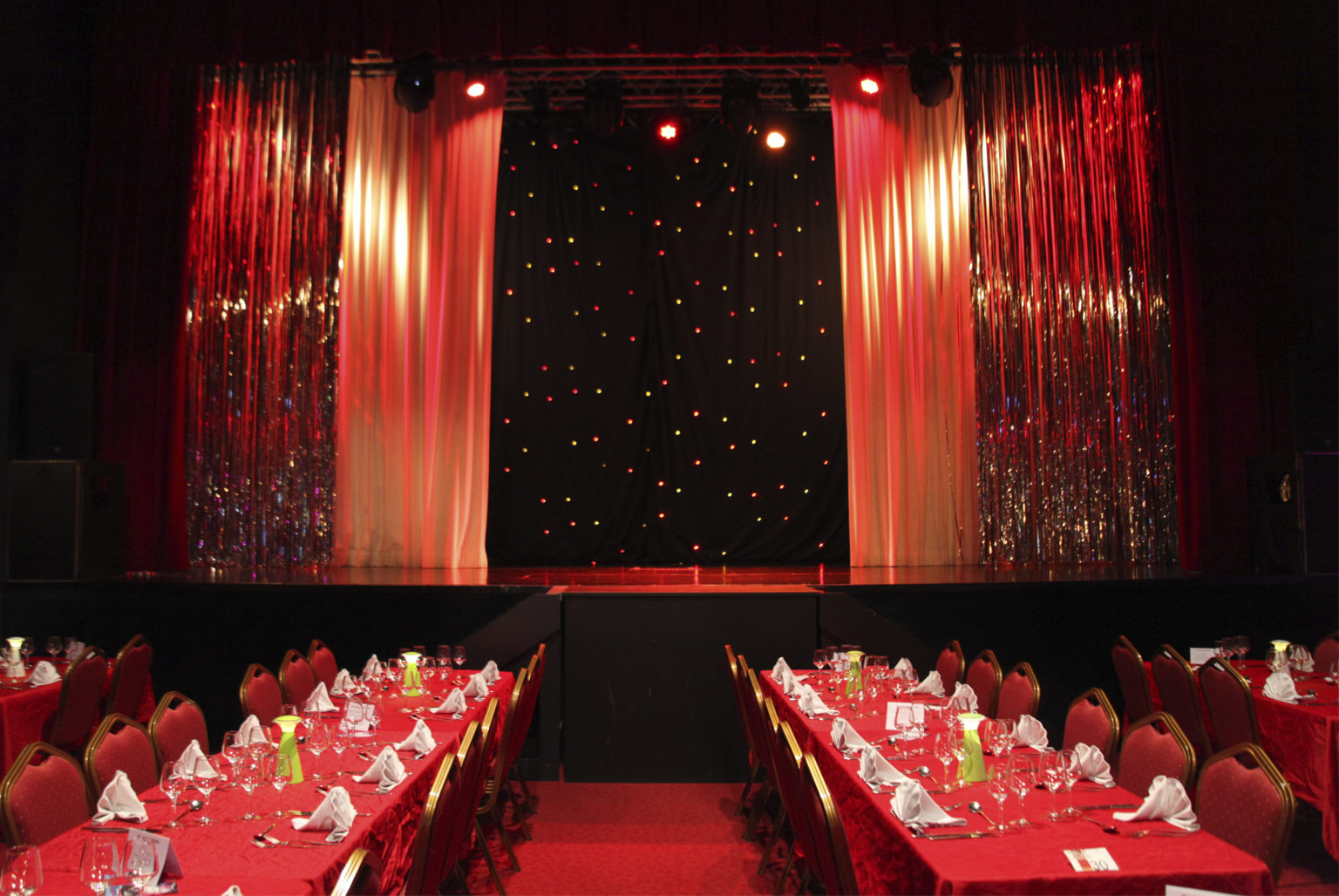 1001 étoiles une salle pouvant accueillir 320 personnes